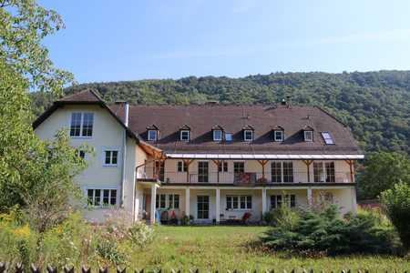 Helle, grundsanierte Zweizimmerwohnung mit großem Garten - direkt an der Donau (incl. Hausstrand) in Untergriesbach