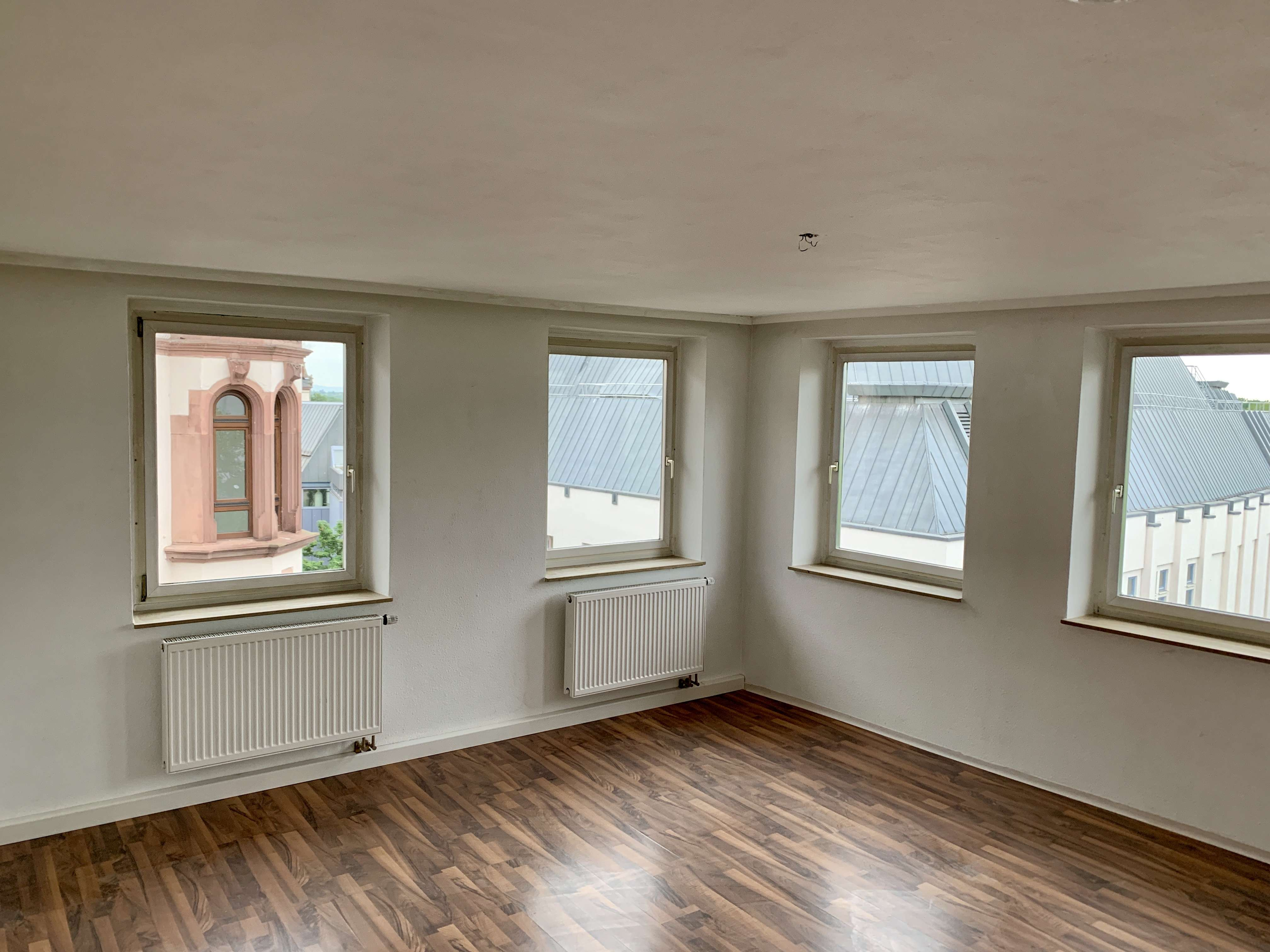 Schöne helle drei Zimmer Wohnung in Aschaffenburg,  Stadtmitte, Provisionsfrei