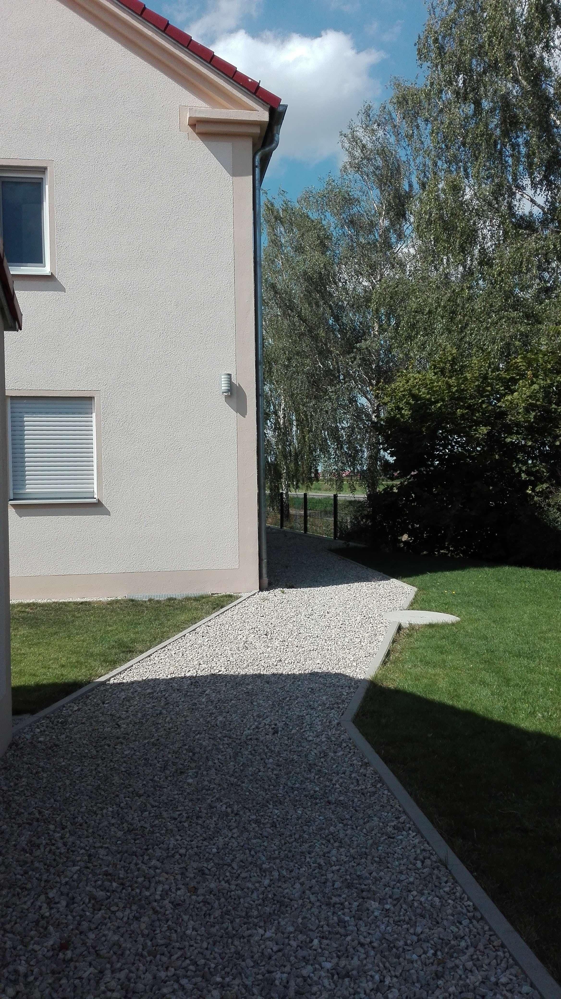 Neuwertige 3,5-Zi. DG-Wohnung m. EBK u. großer Dachterrasse in Untermaxfeld in