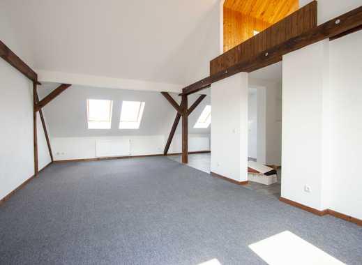 Großzügige Dachgeschoß-Wohnung, mit Stellplatz und Gartennutzung