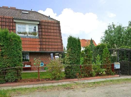 Attraktive Doppelhaushälfte mit Kamin, Pool und Sauna auf kleinem Grundstück - Bild 19
