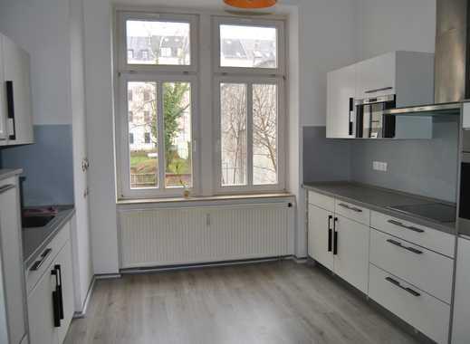 Große 3-Zimmer-Wohnung mit moderner Einbauküche.