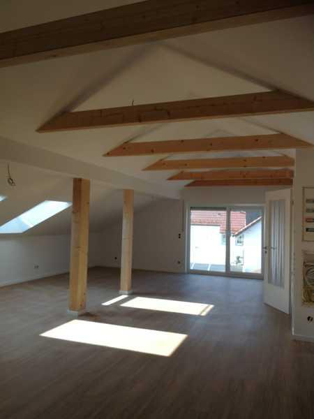 Erstbezug mit Balkon: attraktive helle 3-Zimmer-DG-Wohnung in Pörnbach in Pörnbach