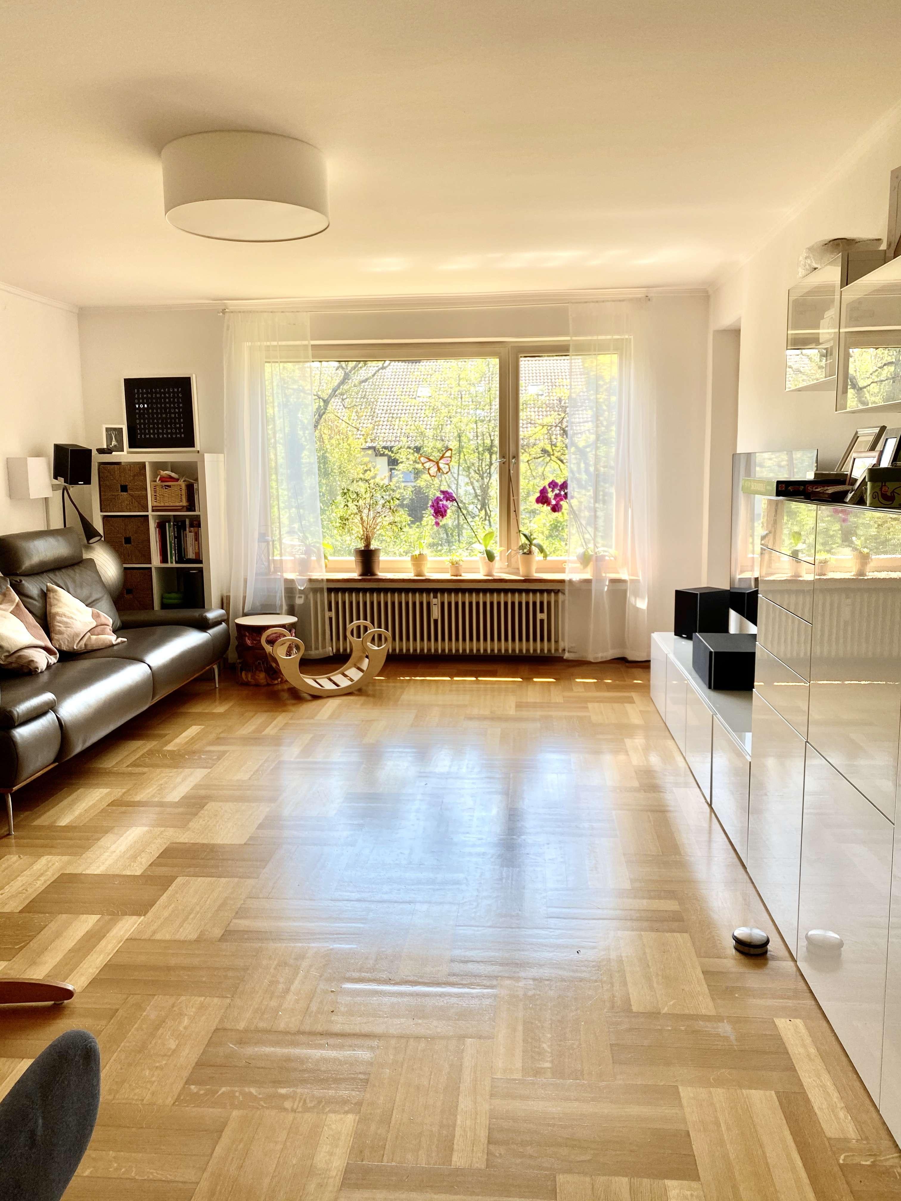 Familienfreundliche 4-Zimmer-Wohnung mit Balkon und Einbauküche in Baldham (Ost) in