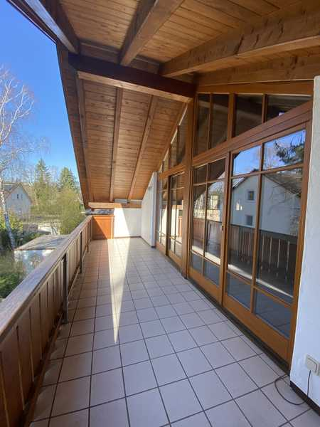 Traumwohnung mit 3 Balkonen und großzügigen Wohn-und Essbereich! in Vaterstetten