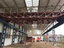 Produktionshalle mit Kranbahn Büro und