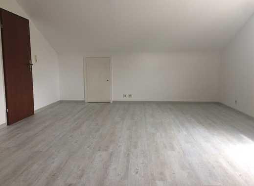Schöne, geräumige 1- Zimmer Dachgeschoß-Wohnung. Nur an Studenten.