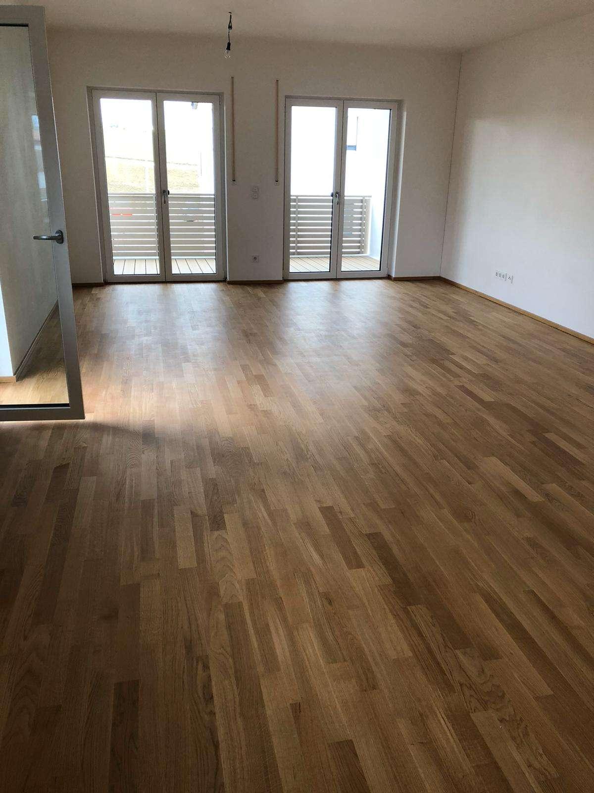 Exklusive, geräumige und neuwertige 2-Zimmer-Wohnung mit Balkon und EBK in Pentling in Pentling