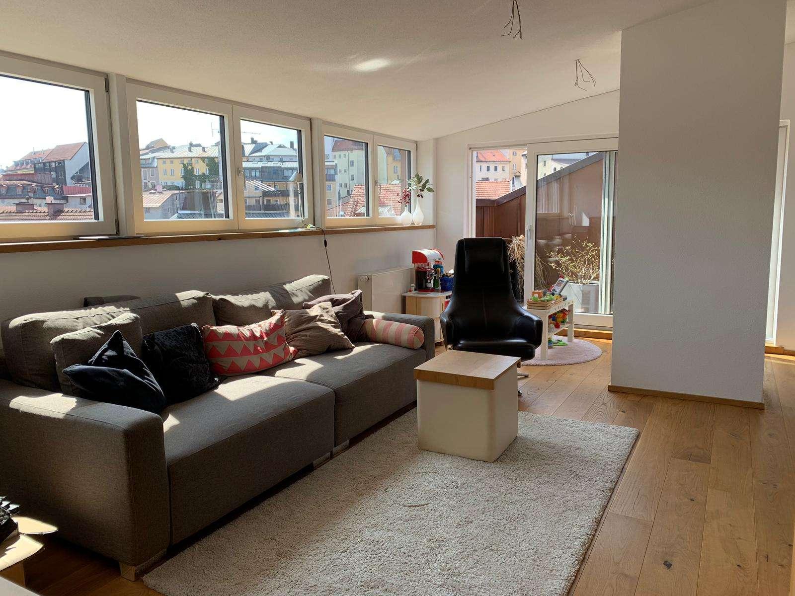 Neuwertige 4-Zimmer-Penthouse-Wohnung mit Terrassen und EBK zw Traun und Altstadt in