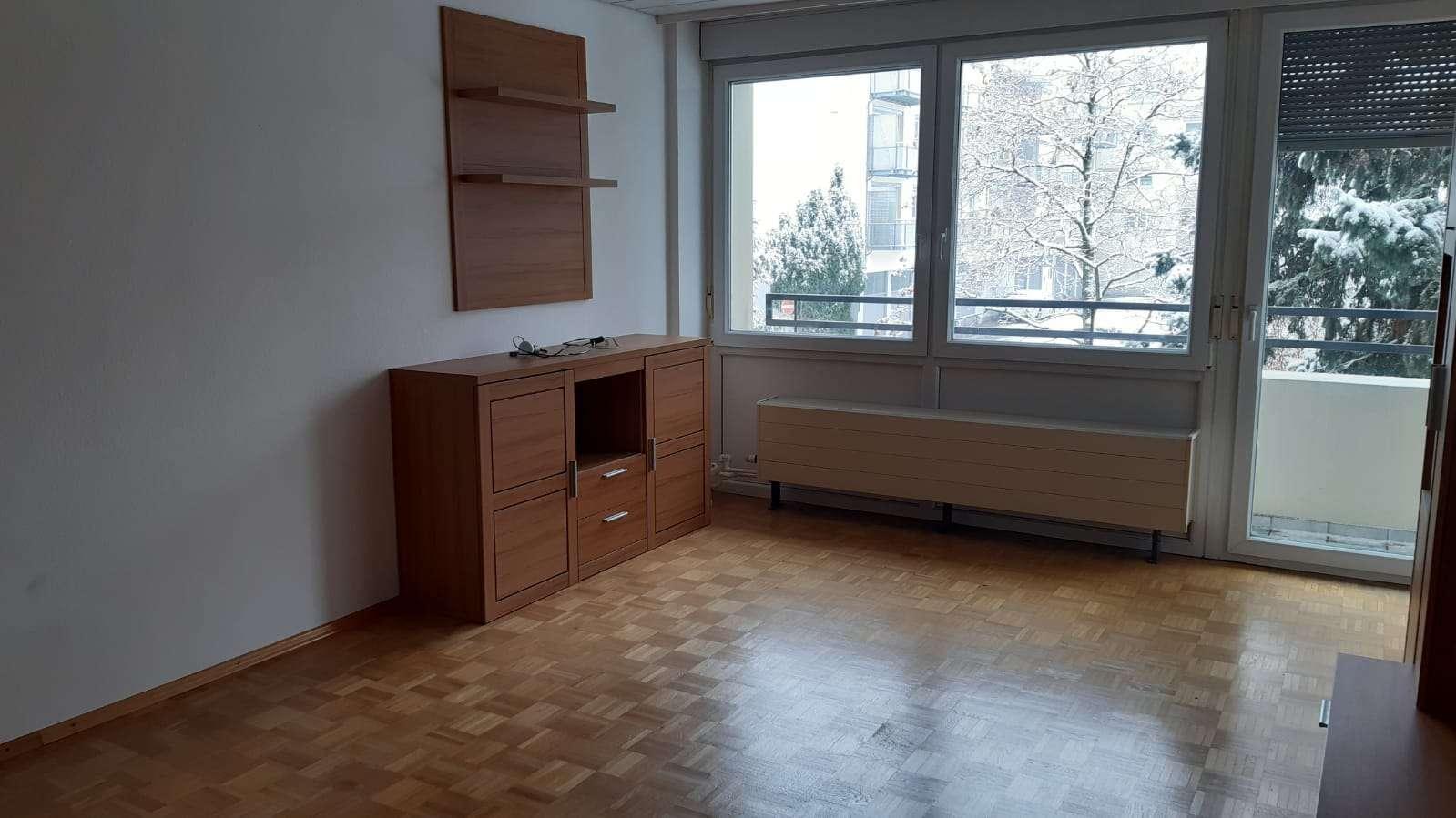 Gepflegte 4-Zimmer-Wohnung mit Balkon und EBK in Augsburg in