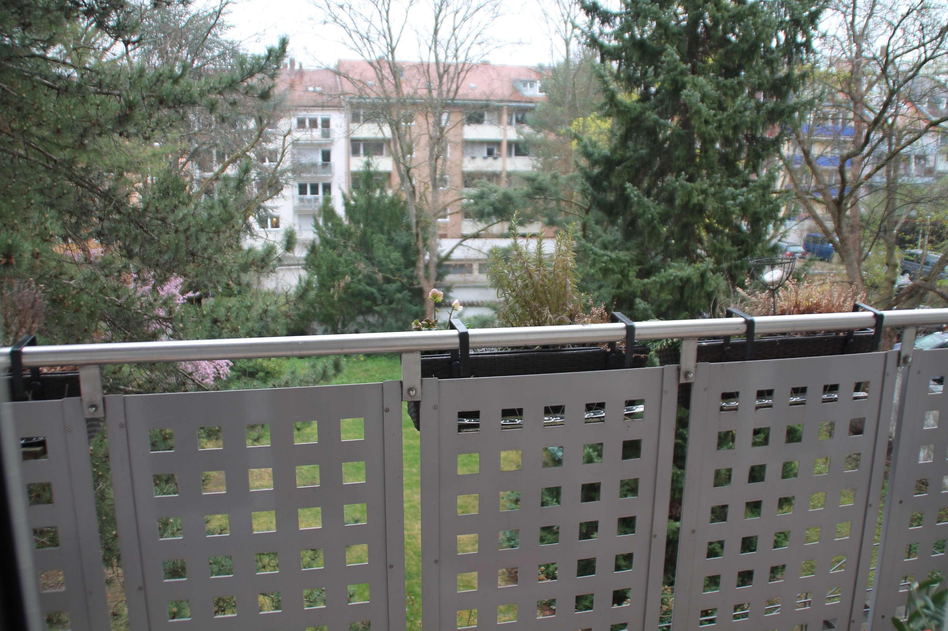 4-Zimmerwohnung 1. OG mit großem Balkon, ruhige und zentrale Lage