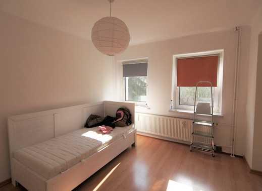 Niedliche Singlewohnung mit Einbauküche, Bad mit Fenster und Badewanne!