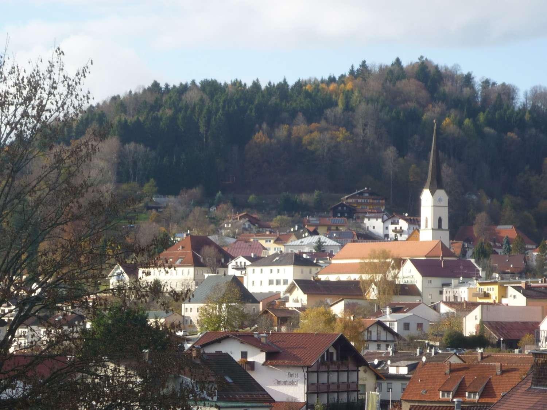 Dort wohnen, wo andere Urlaub machen: 4-Zimmerwohnung ab sofort in Schönberg (Freyung-Grafenau)
