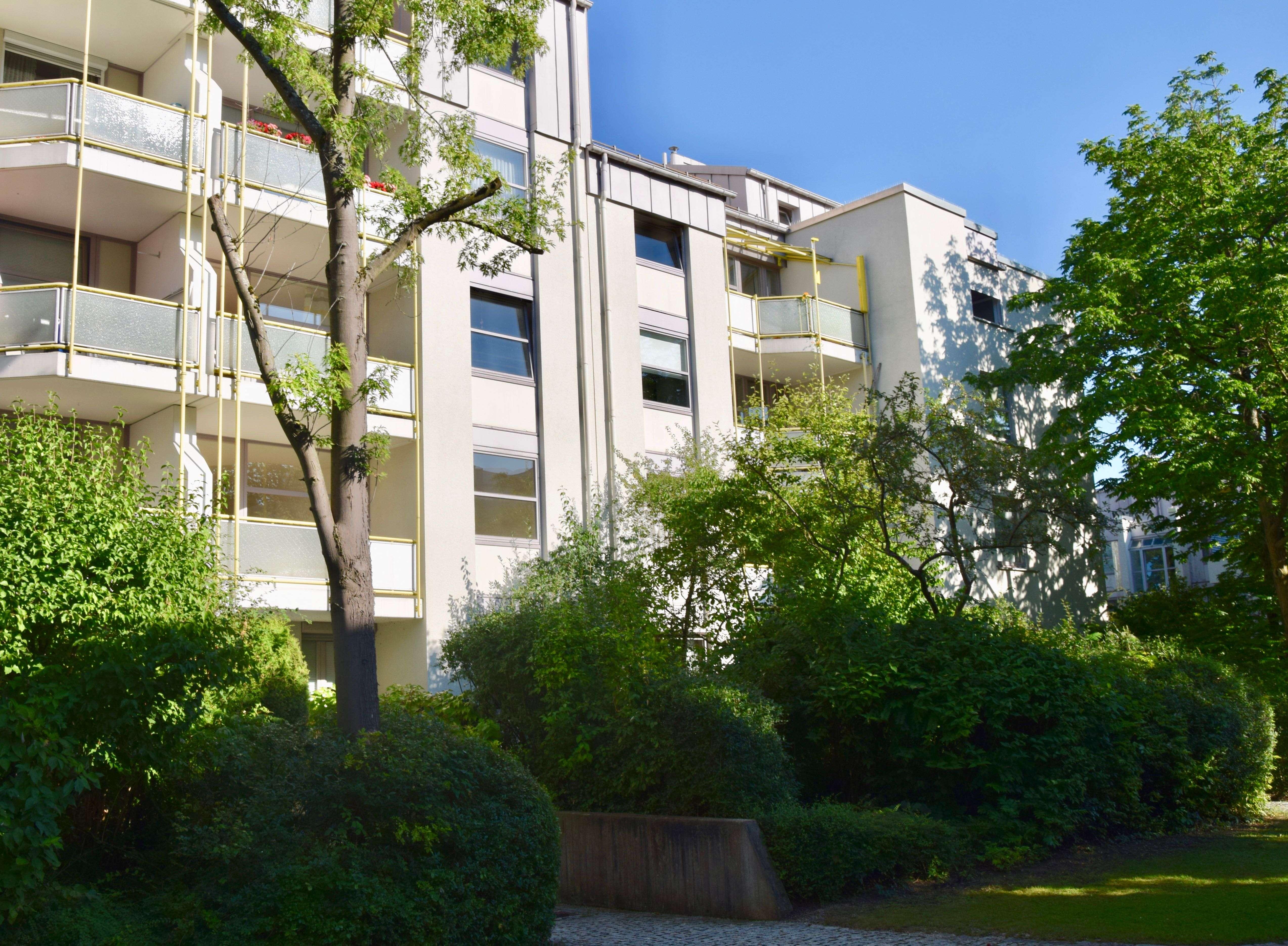 Ruhige 3,5 Zimmer Wohnung im Arabellapark mit Balkon - Erstbezug nach Modernisierung in Bogenhausen (München)