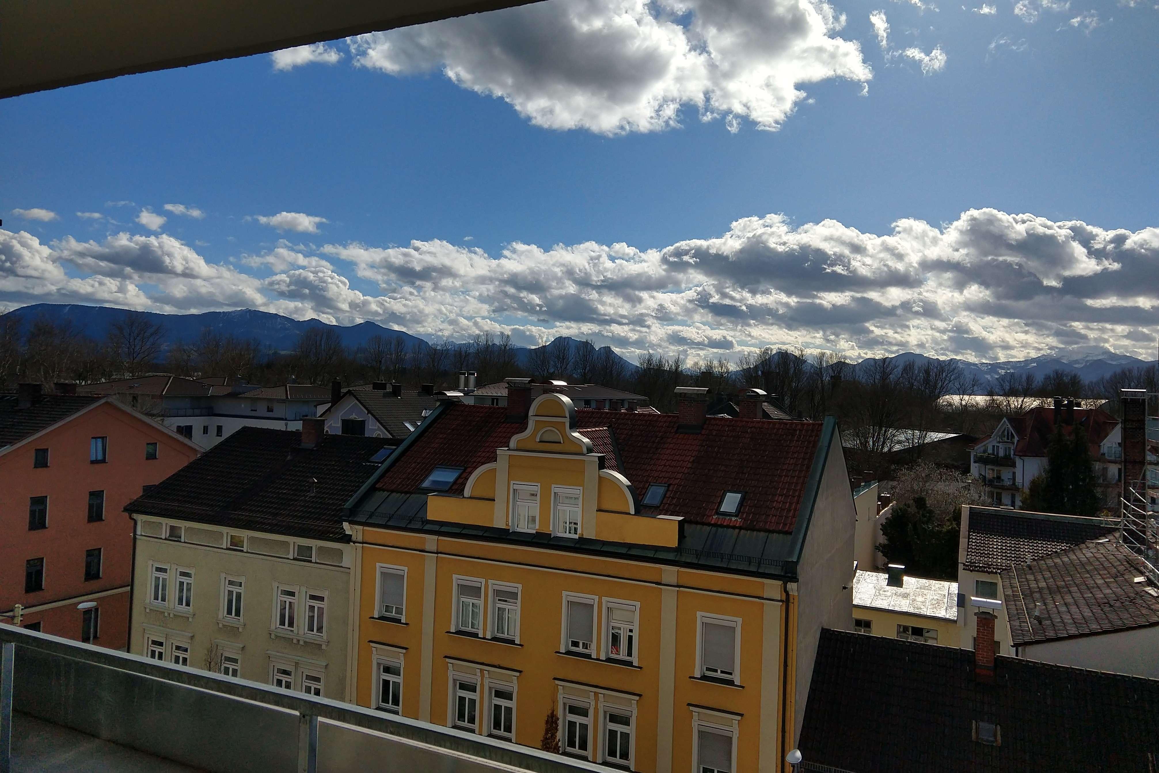 Sonnige 2-Zi-Wohnung im 5. OG mit Bergblick in zentraler Lage in Rosenheim-Innenstadt (Rosenheim)