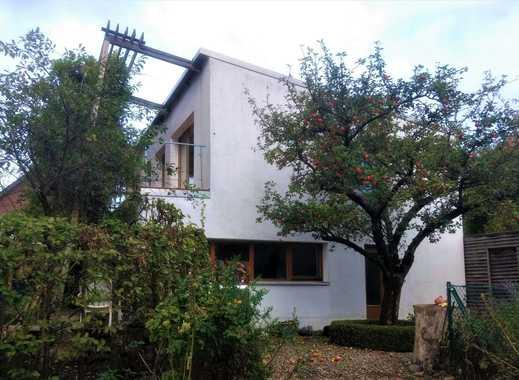Modernes freistehendes Passivhaus mit Charakter auf großem Grundstück