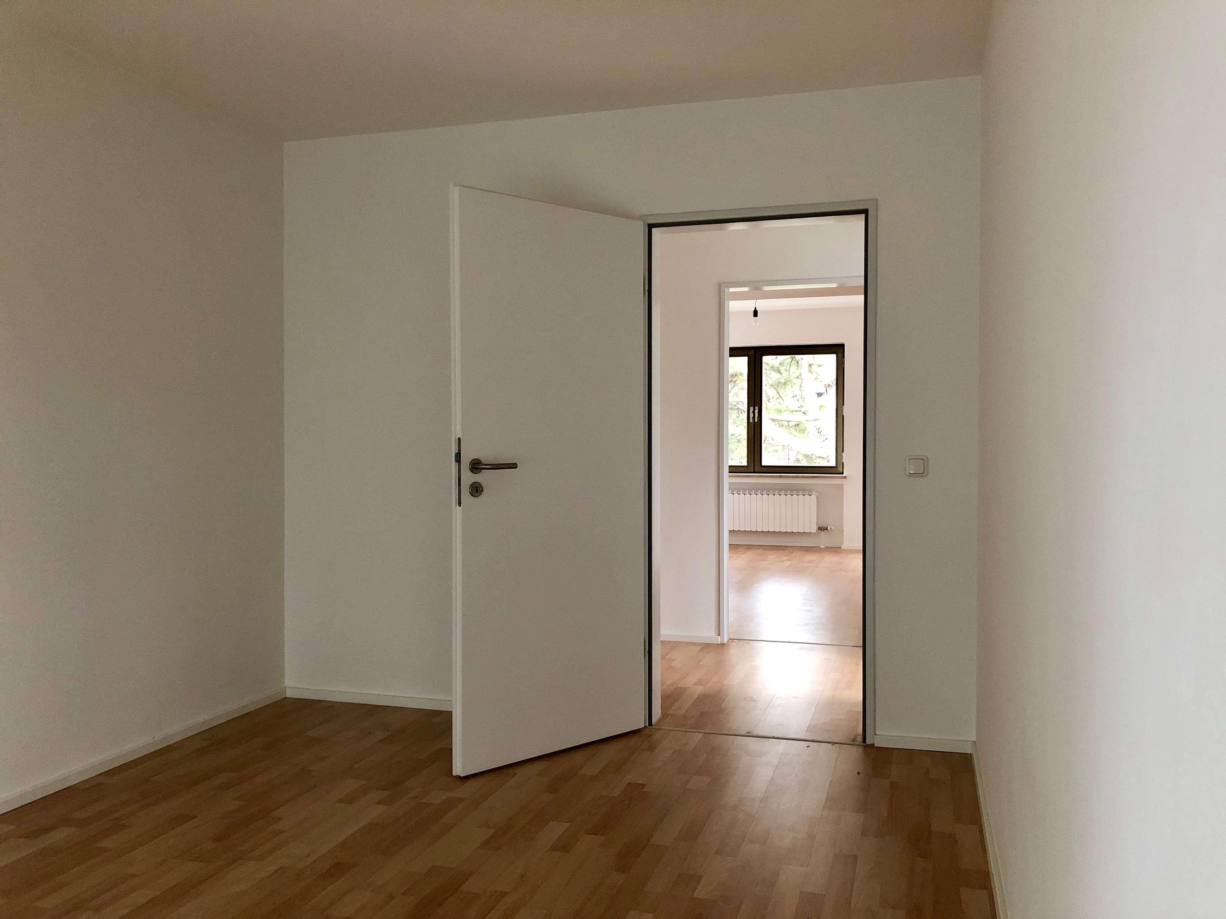 Erstbezug nach Sanierung mit Balkon: exklusive 4-Zimmer-Wohnung in Gernlinden