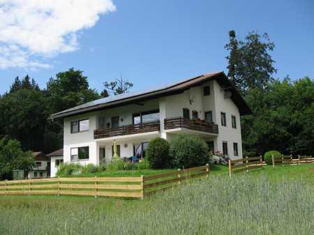Sanierte 4-Zimmer-Erdgeschosswohnung mit Terrasse in St. Georgen in Traunreut