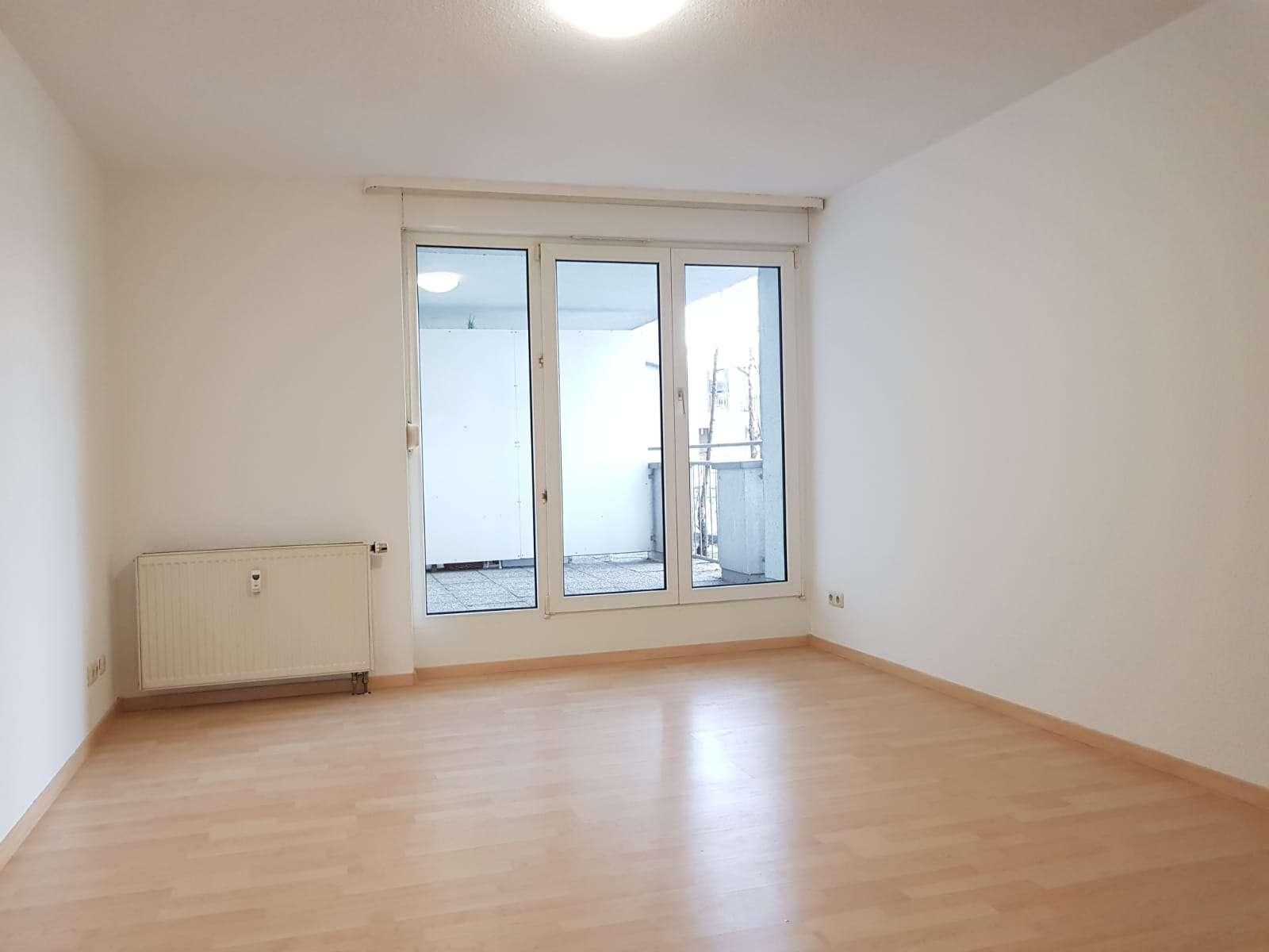 Helle und gemütliche 1 Zimmer-Wohnung mit großem Balkon!