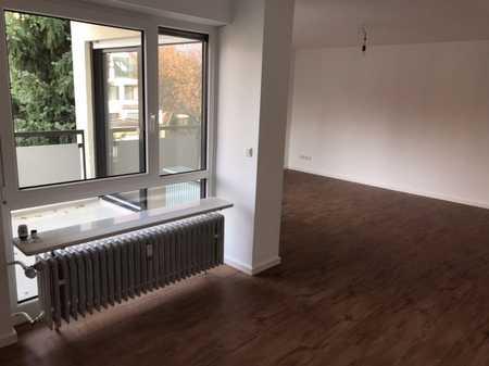 Top ausgestattete 3 Raum-Wohnung mit Balkon und Einbauküche in München-Obermenzing in Obermenzing (München)
