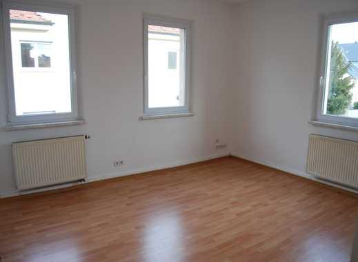 Helle und freundliche 4 Zimmerwohnung in Zirndorf ! Anfragen, bitte nur per E-Mail !