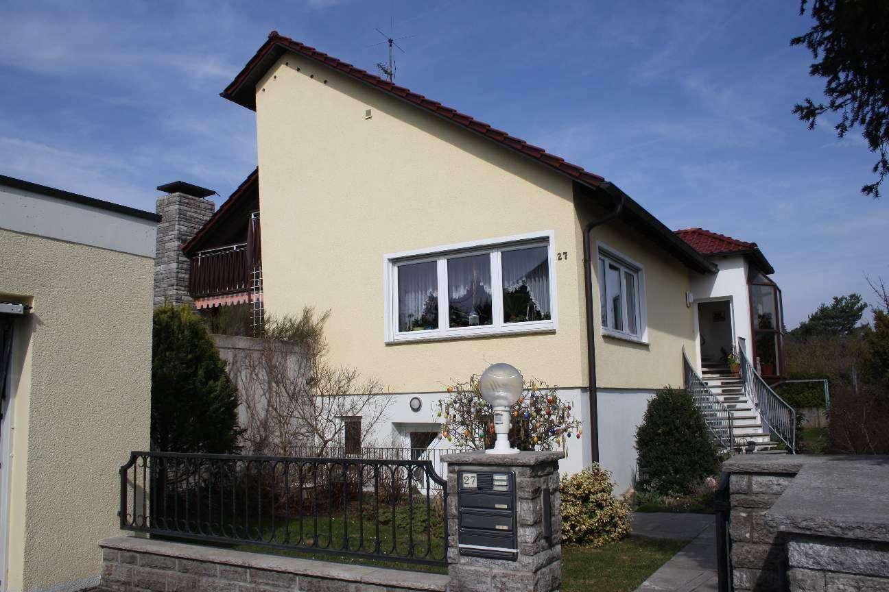 Würzburg-Oberdürrbach:  5 Zimmer-Wohnung am Bebauungsrand.  Sehr ruhig und doch stadtnah