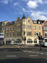 Exklusive 3-Zimmer-Altbau-Wohnung mit Balkon und
