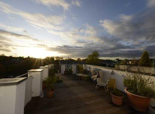Wunderschöne 3 Zi. Altbauwohnung mit großer Dachterrasse und Einbauküche!