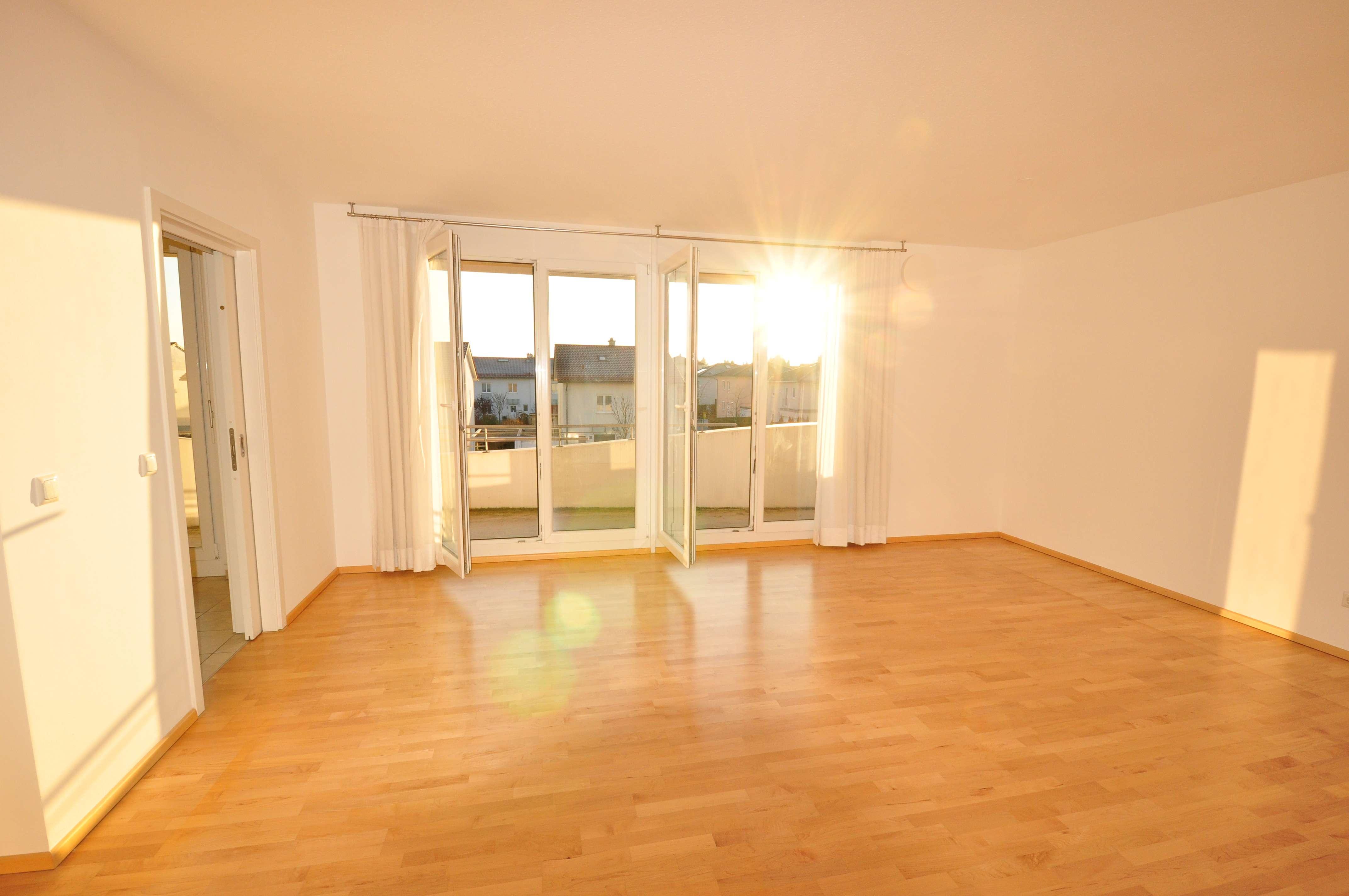 Sonnige Dachterrassen-Wohnung im Elias-Palais mit EBK, FBH, Balkon, großer DT, Parkett, TG uvm. in Göggingen