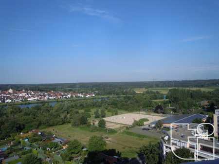 Renovierte 4 Zimmerwohnung mit Balkon in Hochhaus - 14. OG in Mainaschaff
