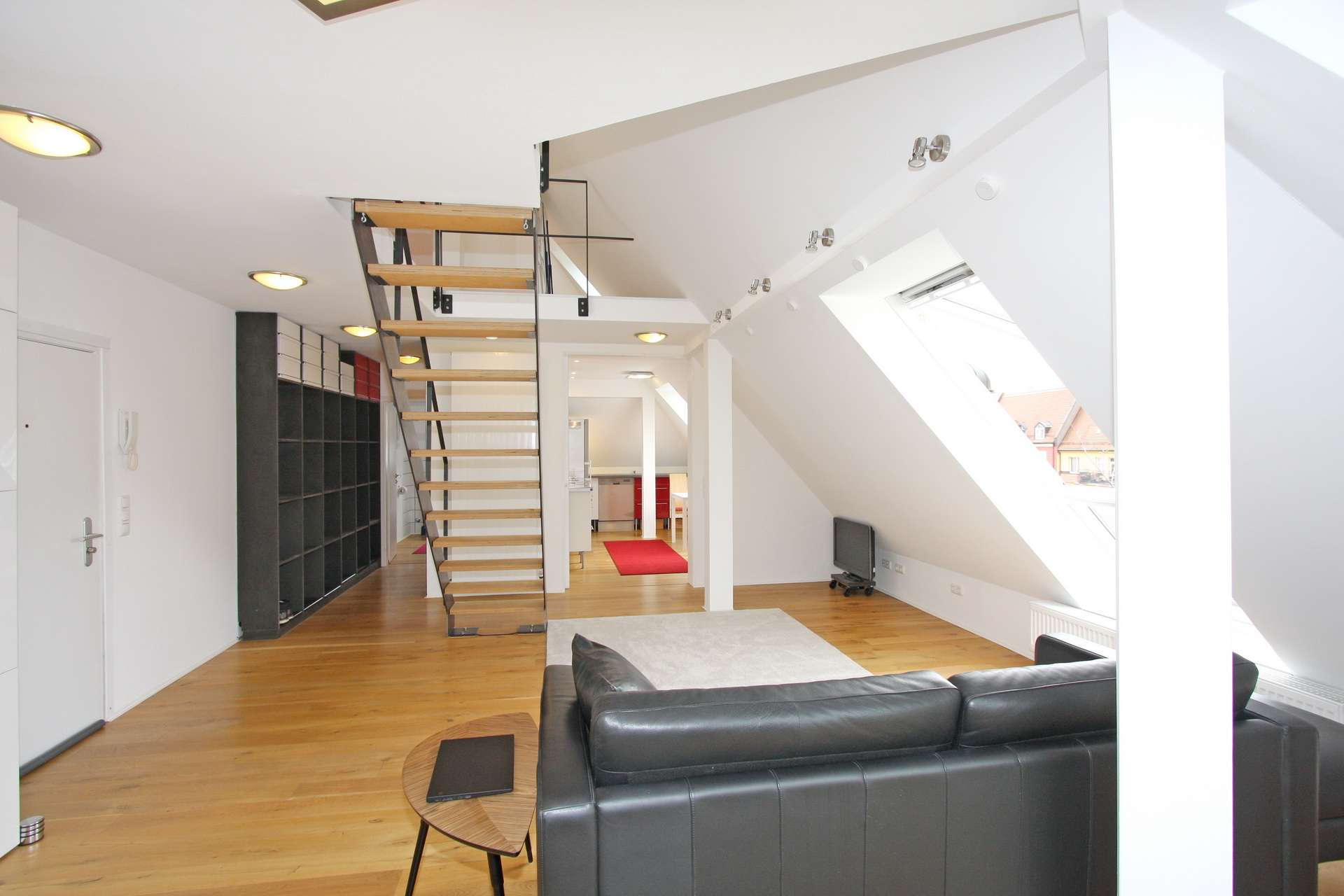 Stylisch, Wohngefühl wie 80 m²; Herrlicher Blick; Helle 1-Zi.-Maisonette; Erstbezug n. Renovierung in