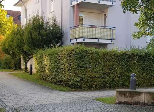 Stilvolle, gepflegte 2-Zimmer-Wohnung mit Balkon und EBK in Putzbrunn