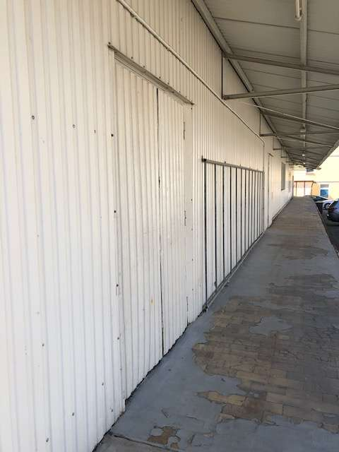 Lagerhalle mit Laderampe