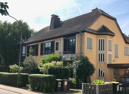 Frankfurt Nieder-Erlenbach: Repräsentative Villa mit großem Garten