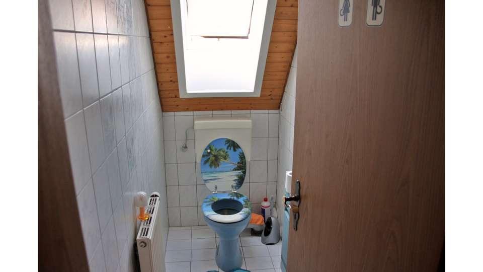 WC im Dachgeschoss Haupthaus