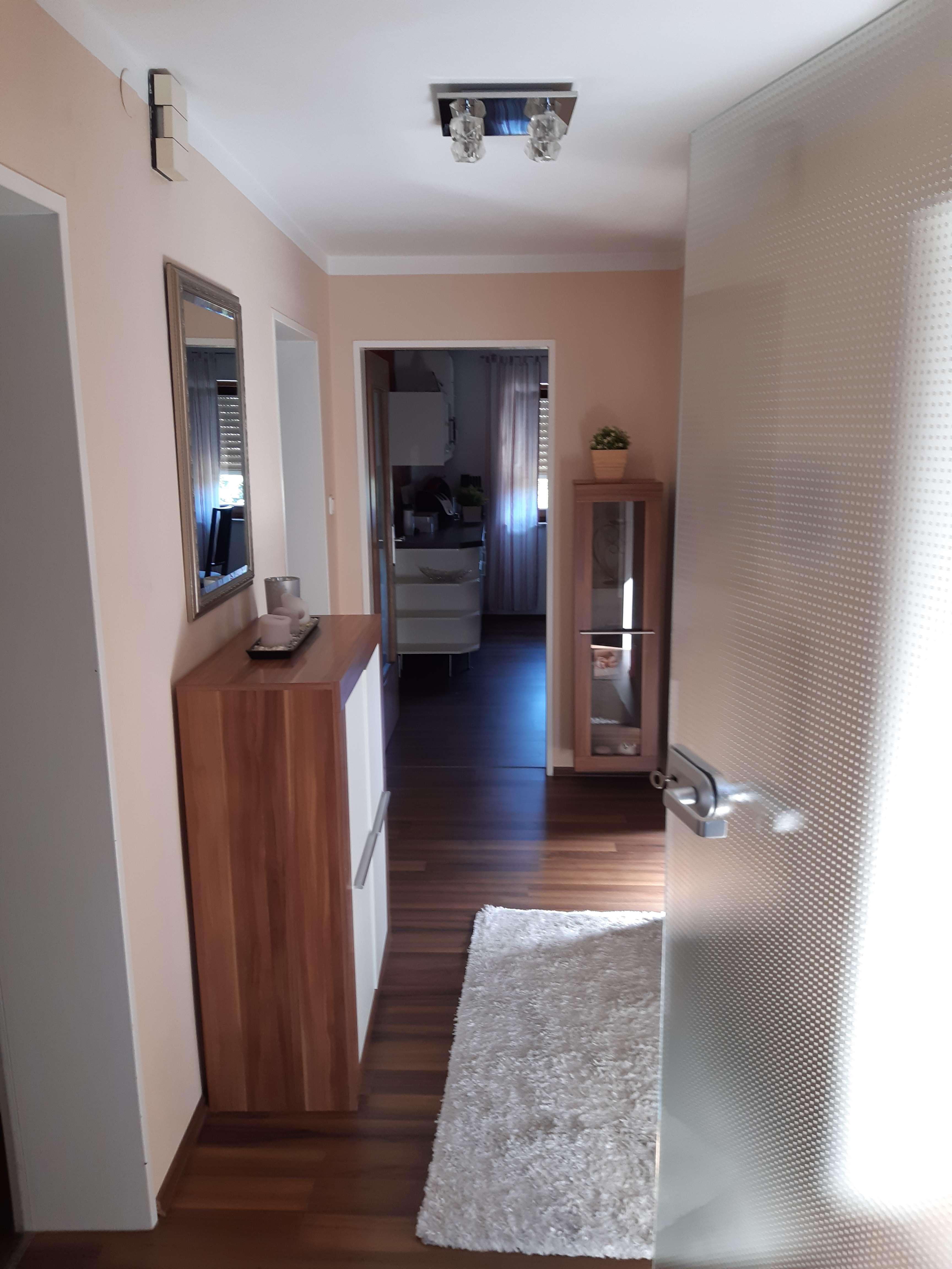 Vollständig renovierte 2-Zimmer-Wohnung mit Balkon und Einbauküche in Bernauerstraße, Kirchroth in