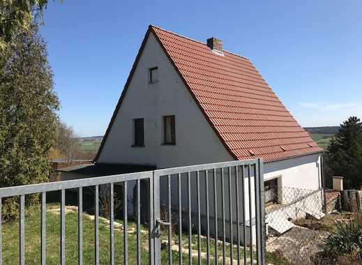 Freier Blick über die Weinbauregion Saale-Unstrut, Wohnhaus unweit der Neuenburg in Freyburg