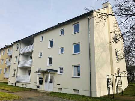 ERSTBEZUG NACH SANIERUNG ! Sehr helle 3-Zimmerwohnung mit Loggia ! in Weidenberg