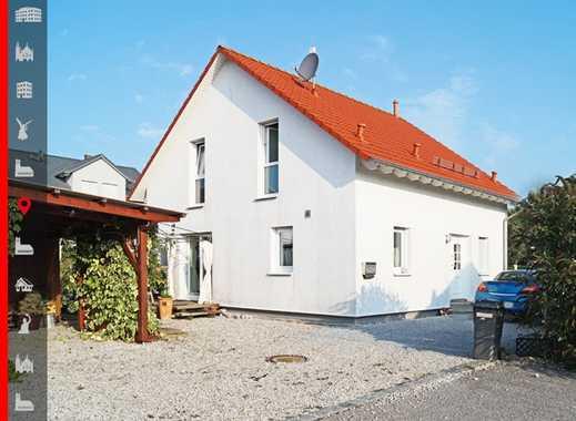 """Ruhig gelegenes Einfamilienhaus (""""KFW70"""") mit Garten und Carport"""
