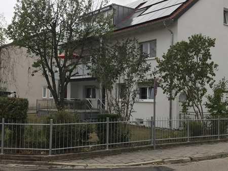 Helle 4-Zimmer-Wohnung mit Südbalkon, Einbauküche, Regenstauf, 1. Stock in Regenstauf