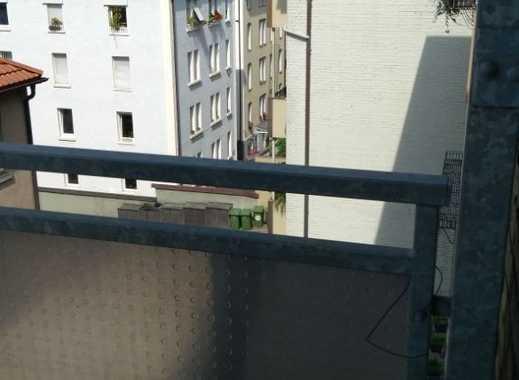 Stilvolle, geräumige 2,5-Zimmer-Wohnung mit Balkon und EBK in Stuttgart