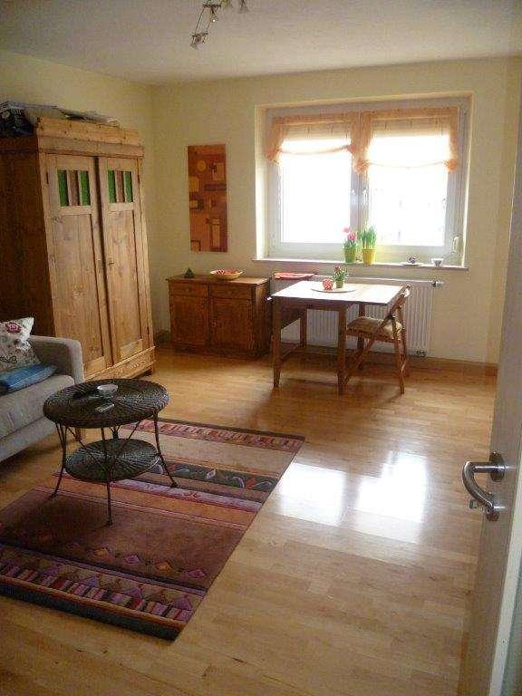 Langfr. zu verm. (mind.2 Jahre). Exklusive 3 Zimmer-Wohnung mit Balkon und Einbauküche in Regensburg in Kumpfmühl-Ziegetsdorf-Neuprüll (Regensburg)