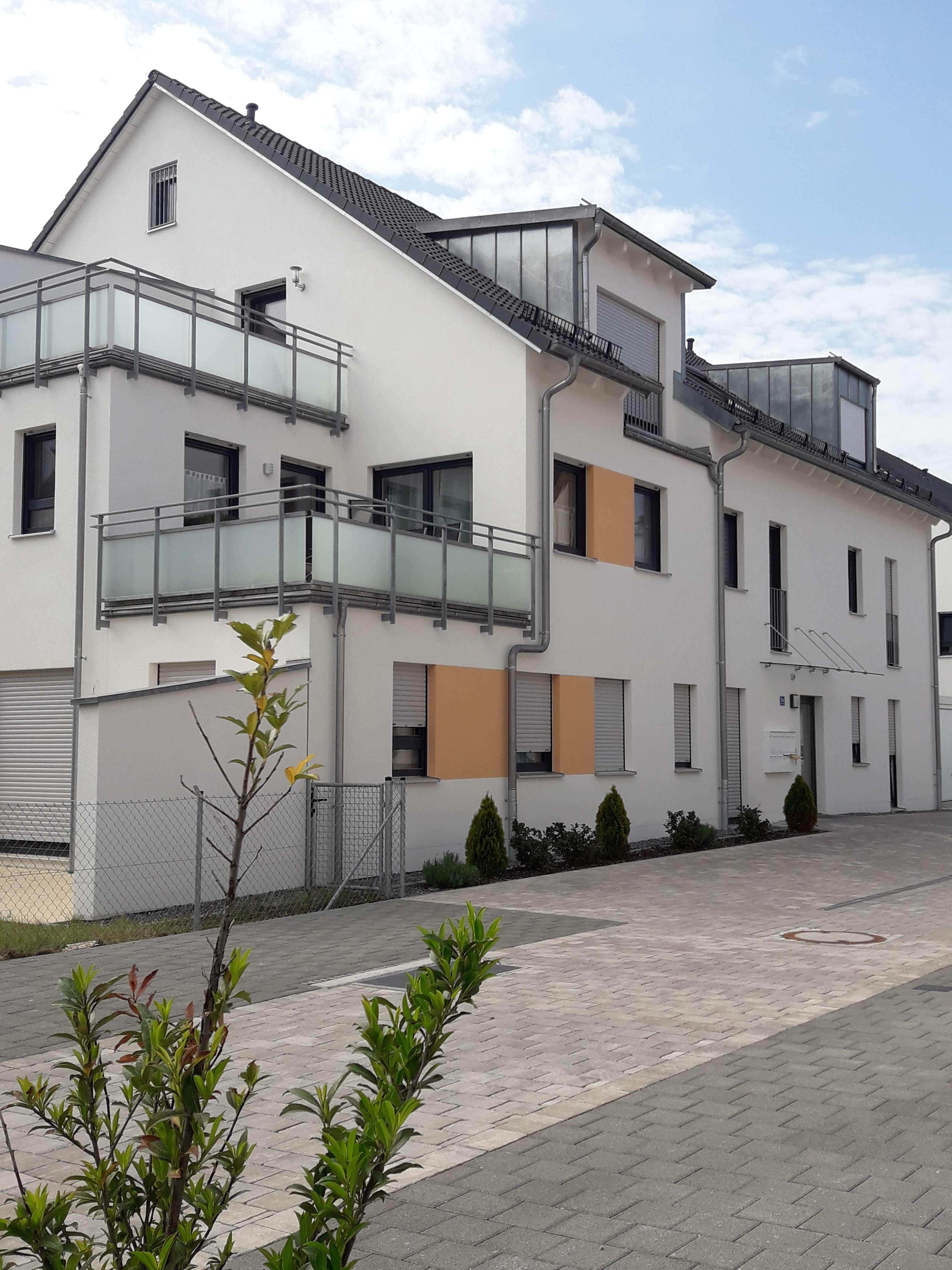 Neuwertige exklusive 3-Zimmerwohnung mit Aufzug, TG-Stellplatz und großem Süd-Balkon