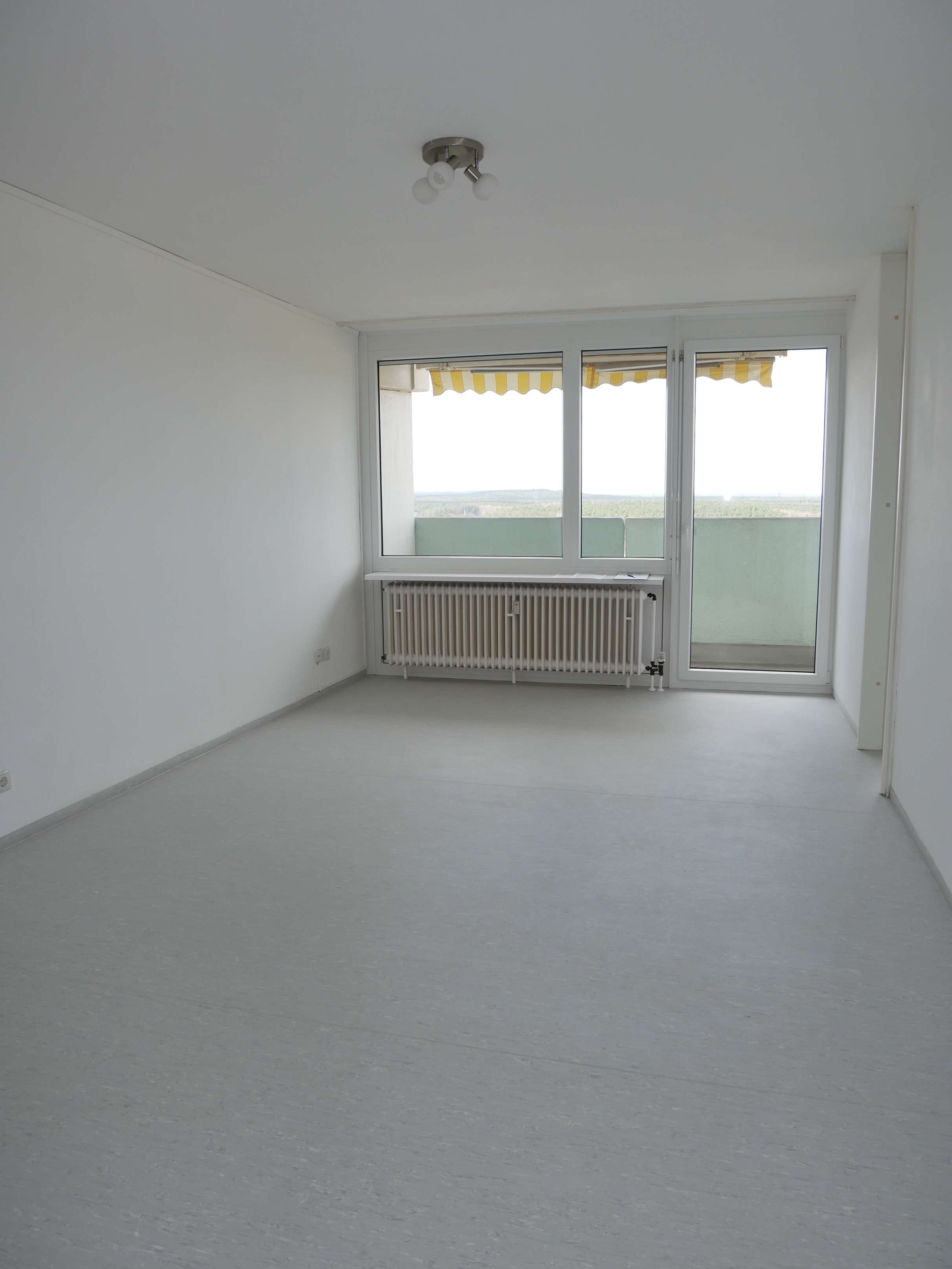 "Modernisiertes & sehr helles 1-Zimmer Apartment (19.OG, Einbauküche, Balkon) im ""Langen Johann"" in"