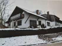 Renovierungsbedürftiges Haus mit sieben Zimmern