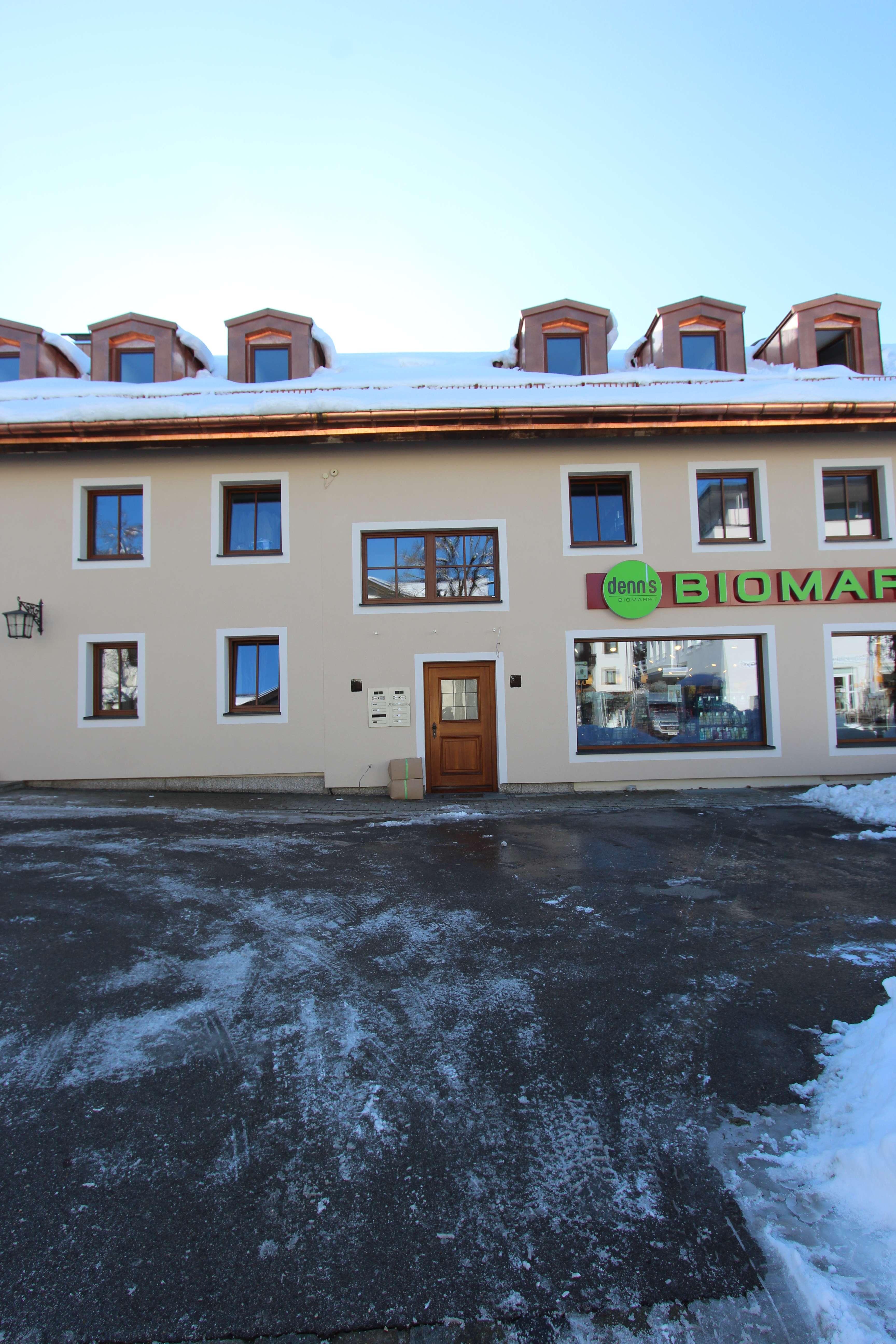 3 Zi Wohnung 1OG im Herzen Grünwalds in kleiner Wohn/Gewerbeanlage