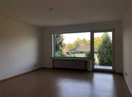Frisch gestrichen, geräumige und helle 3 Zimmer Wohnung, Stellplatz inklusive, in Lohausen