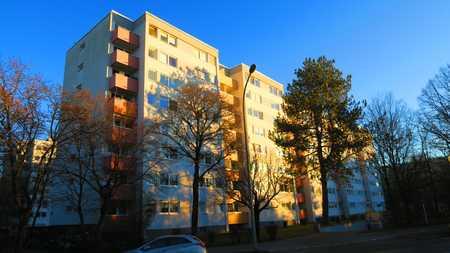 Modernisierte 2-Zi.-Wohnung mit Südbalkon und Einbauküche in Solln in Solln (München)