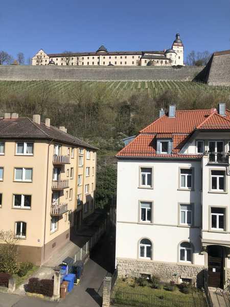 Lichtdurchflutete 4-5-Zimmer Wohnung - WG`s erwünscht! in Nikolausberg (Würzburg)