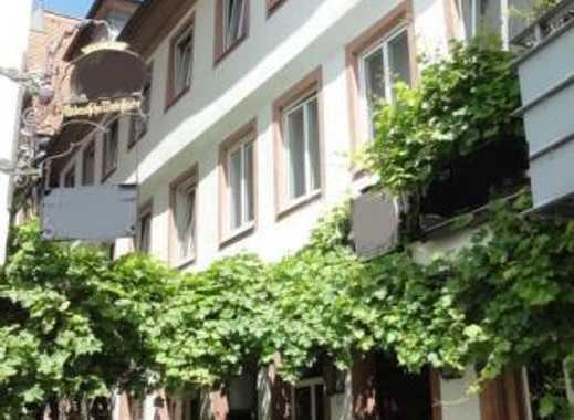Bestlage am Domplatz: Wohn- und Geschäftshaus inklusive großzügiger Wohnung mit Blick über Mainz